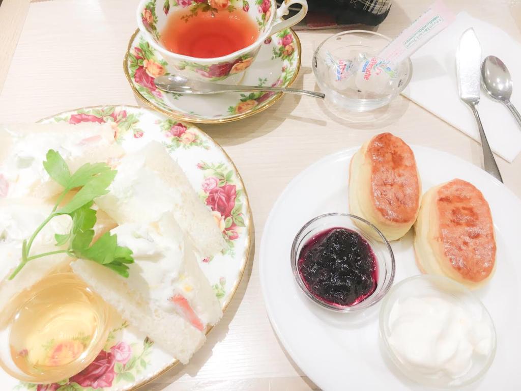 【ケンジントン・ティールーム】おいしい紅茶の店認定店でいただくフレッシュフルーツサンドとスコーン【西武池袋】
